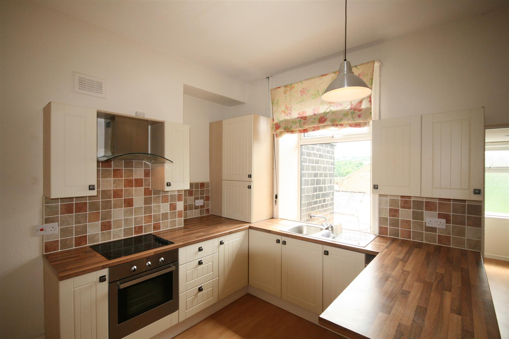 2 bedroom flat To Let in Colne - Property photograph